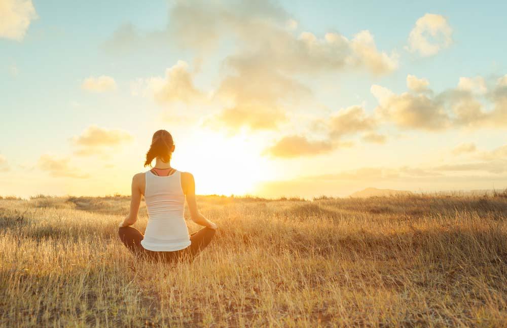 women, women's meditation, meditate, meditation, smiling mind, state of mind, happiest minds